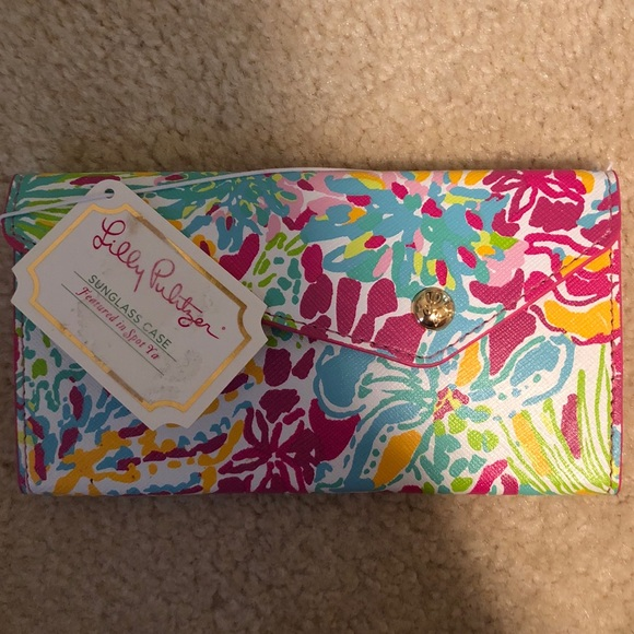 3ca057bc74 Lilly Pulitzer Foldable Sunglass Case